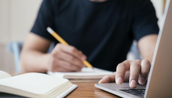 Respecto a la posibilidad de que las clases continúen de manera virtual por la segunda ola, Asalde señaló que los portales de educación que se han diseñado requieren de herramientas básicas, y que, por tanto, las clases podrían realizarse desde un celular que cuente con un plan de datos. (Foto: iShock)