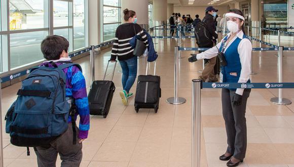 Conoce cuáles son los protocolos que deben seguir los pasajeros si viajan al extranjero.