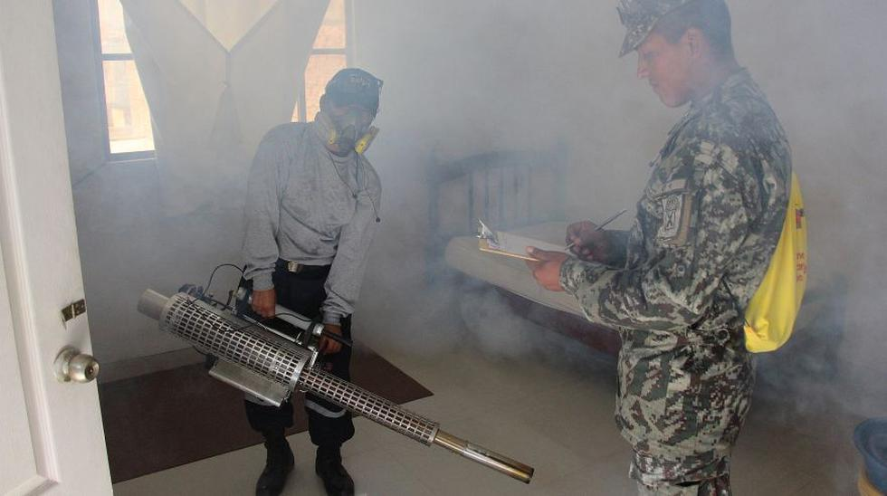 Lucha contra el dengue: soldados fumigan varias zonas de Piura - 2