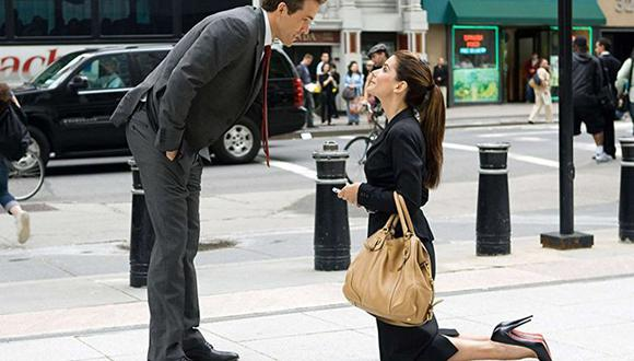 Sandra Bullock pide la mano de Ryan Reynolds en 'La proposición'. (Foto: AP)