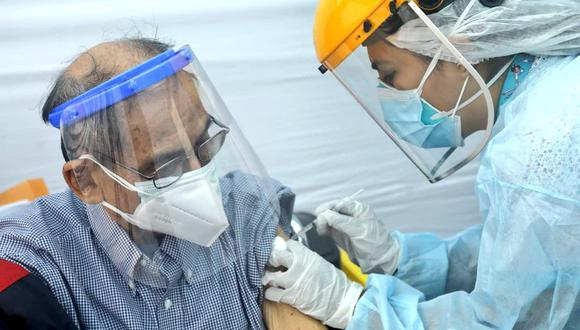 El Gobierno ha establecido más de 50 puntos de vacunación para la población de más de 70 años. Las inoculaciones se tiene planeado que comiencen este viernes 30 de abril. (Foto: Minsa)
