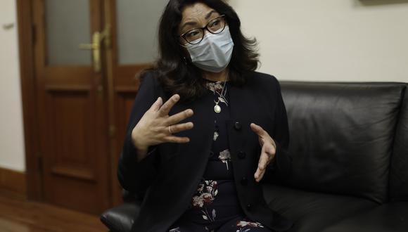 Violeta Bermúdez señaló que los funcionarios que se vacunaron en secreto serán separados de sus cargos. (Foto: GEC)
