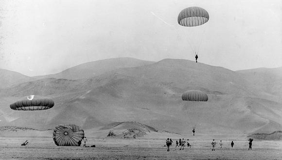 El paracaidismo en el Perú se desarrolló a finales de la década del 20. Años más tarde se formarían las primeras escuelas como la del Ejército.  Foto: GEC Archivo Histórico
