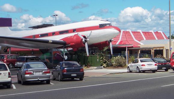 ¿Hamburguesas aéreas? Restaurante usa un avión como comedor