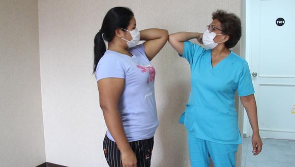 Minsa invoca a ciudadanos a aplicar la recomendación de la OMS que insiste en evitar saludar con el codo para evitar contagio de COVID-19. (Foto: Andina/Referencial)
