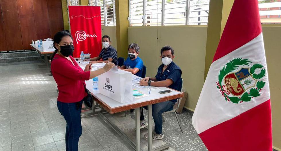 Una peruana emite su voto en Santo Domingo (República Dominicana). Miles de connacionales participaron en las elecciones 2021. (Foto: Cancillería)