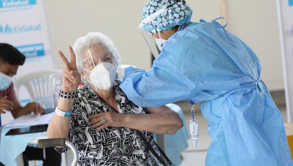 Essalud: más de 2 mil adultos mayores recibieron segunda dosis de la vacuna contra el COVID-19 el Viernes Santo. (Foto: Essalud)