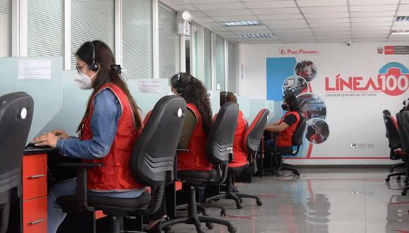 De enero a diciembre del 2020, el servicio telefónico atendió 235,791 llamadas sobre hechos de violencia. Foto: Andina