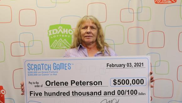 La mujer de Idaho, Estados Unidos, ganó US$500,000 en dos boletos para raspar. (Foto: Lotería de Idaho)