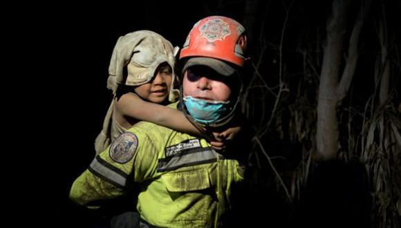 Los rescatistas han trabajado de día y de noche con la esperanza de encontrar sobrevivientes. (Foto: Reuters)