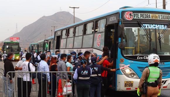Texto sustitutorio del proyecto de ley 6306 pretendía otorgar la renovación automática a las combis, coasters y buses de Lima y Callao por un periodo de cinco años. (Foto: El Comercio)