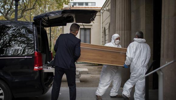 Imagen referencial. España bate su récord diario de muertes con 769 fallecidos por coronavirus. Foto: AP