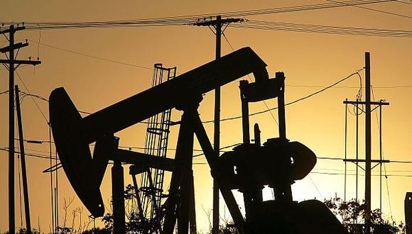 El retorno de Irán al mercado internacional de petróleo debilitará aún más el precio de esa materia prima. (Archivo El Comercio)