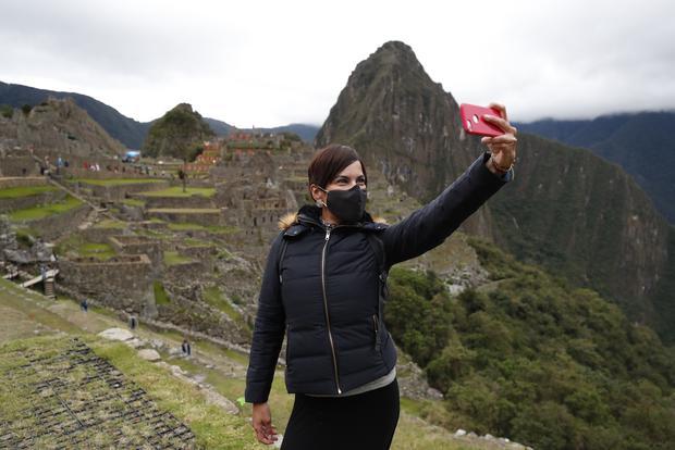 Edy Cuéllar, presidente de la Cámara de Comercio de Cusco, informó que, en condiciones normales, entraban 3 mil turistas diarios a la ciudadela incaica. Ahora, con las nuevas medidas, la cifra se reducirá a 675 visitantes por día. (Foto: GEC)