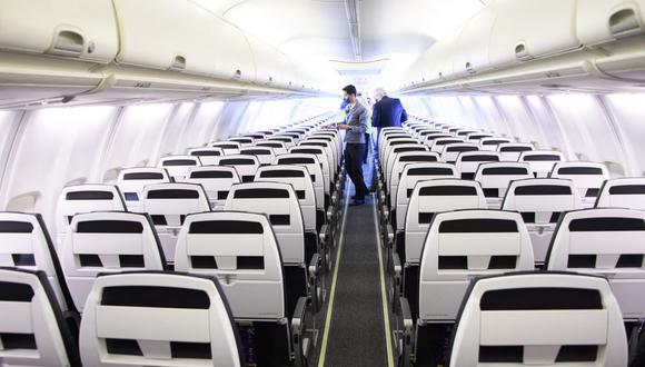 United Airlines sortea un año de vuelos gratis entre viajeros vacunados contra el COVID-19. (Foto: Patrick T. FALLON / AFP).