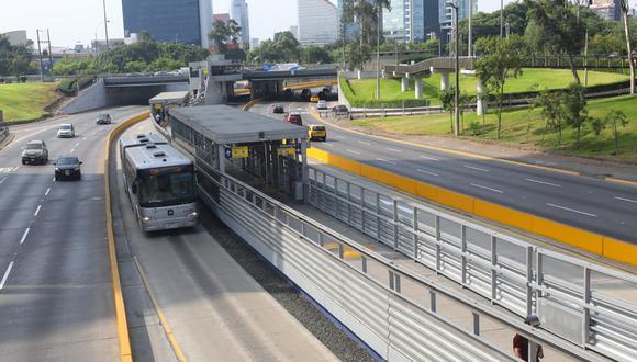 El sistema del Metropolitano mantiene su funcionamiento completo pese a falta de pasajeros. (Foto: Gonzalo Córdova)