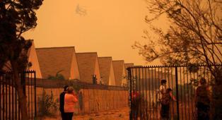 Incendio forestal en el centro de Chile obliga a evacuar a 25.000 personas | VIDEO