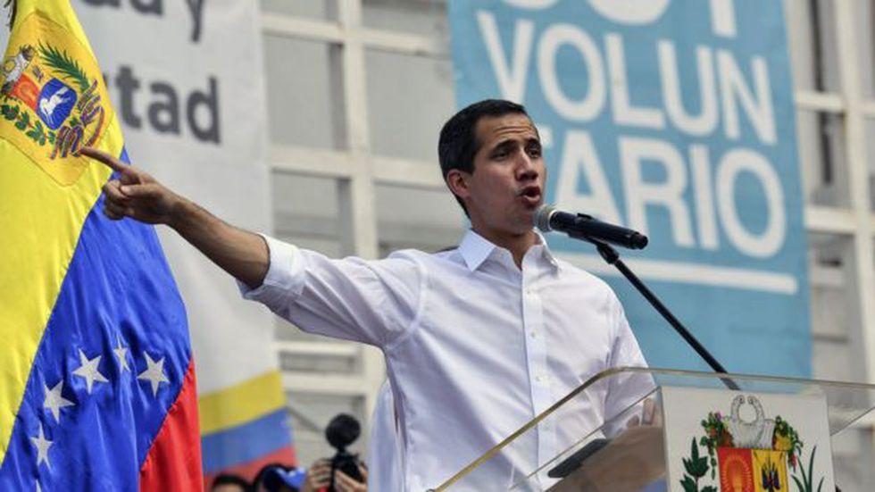 Juan Guidó mantiene el pulso al gobierno de Nicolás Maduro diseñando una estrategia para hacer entrar la ayuda humanitaria al país el próximo 23 de febrero.