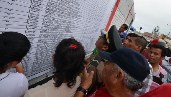 Con el fin de evitar aglomeraciones, la ONPE habilitó su plataforma para elegir local de votación. (Foto: AFP)