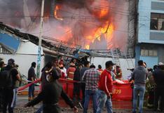 Cusco: incendio consume local de distribuidora de productos plásticos y llega a viviendas | FOTOS