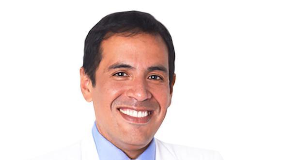 """""""La gente tiene miedo de que si va [al médico] le dirán que tiene cáncer de próstata, recibirá tratamiento y este alterará su vida sexual"""", dice el urólogo Jorge Saldaña Gallo."""