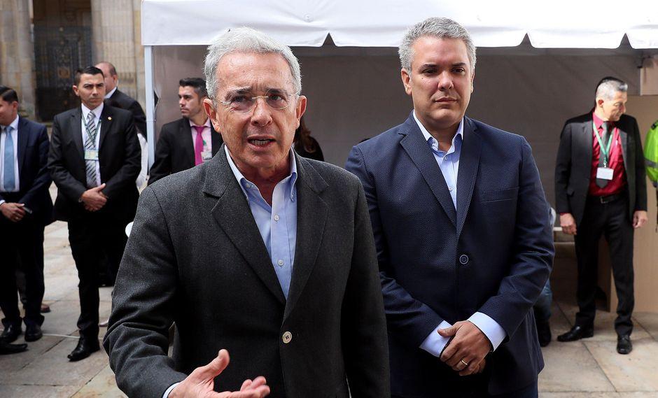 Alvaro Uribe se convirtió en el senador más votado e Iván Duque, quien aparece detrás de él, fue elegido como candidato presidencial de la derecha colombiana. (EFE)
