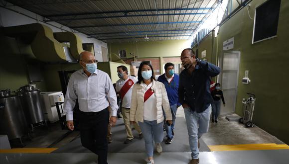 Keiko Fujimori y Manolo Fernández se reunieron en el laboratorio Farvet, en Chincha. (Foto: César Bueno @photo.gec)