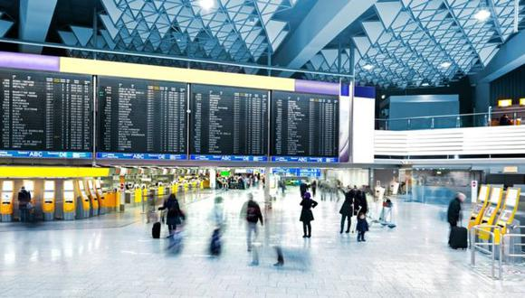 Los aeropuertos son una vía de entrada y salida de numerosos virus. (Foto: Getty Images)