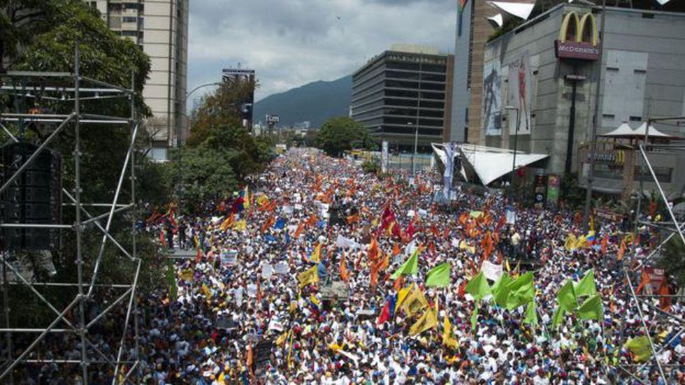Decenas de miles de personas salieron a las callen en febrero de 2014 para protestar contra el gobierno de Nicolás Maduro.