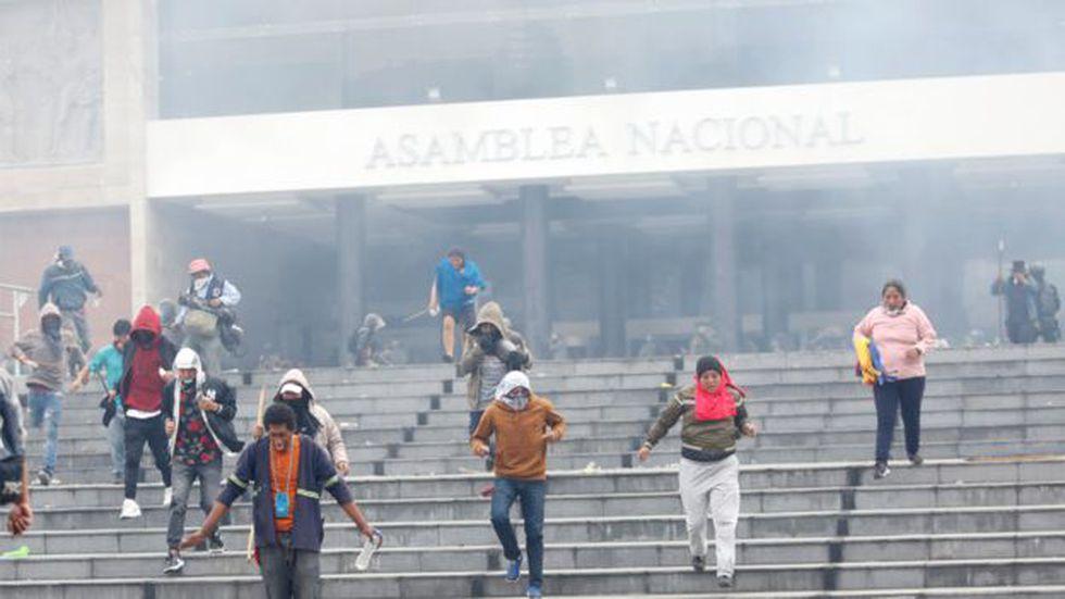 El martes, un grupo de manifestantes lograron ingresar a la Asamblea Nacional, pero posteriormente fueron evacuados. (Reuters).