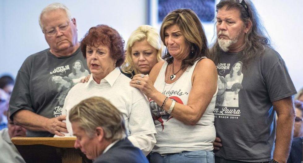 ► 12 octubre de 2011 | Ocho personas murieron y otra resultó herida grave en una peluquería en Seal Beach, California, después de que un hombre, esposo de una empleada, entrara en el establecimiento y comenzara a disparar.