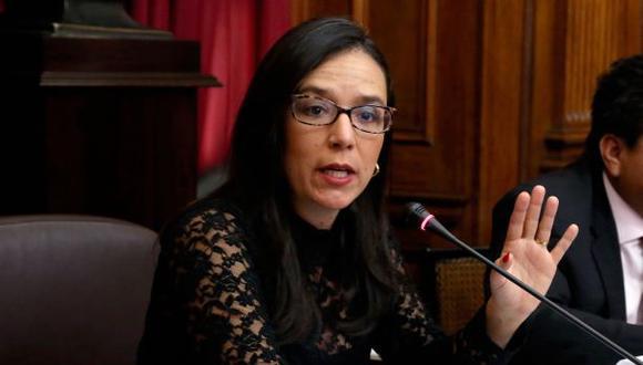 Marisa Glave: Cónyuge del presidente debería seguir con su vida