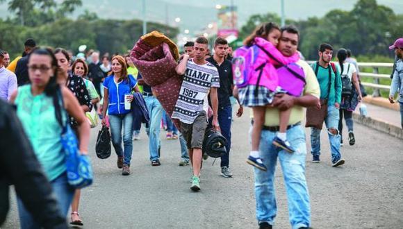 Migrantes venezolanos en Colombia, llegan por el puente internacional Simon Bolivar. Foto: El Nacional de Venezuela/ GDA