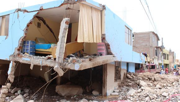Varias viviendas del distrito de Aplao, en la provincia de Castilla, en Arequipa, quedaron en escombros luego de los tres huaicos que ingresaron a la zona la tarde del jueves 7 de febrero. (Foto: Zenaida Condori)