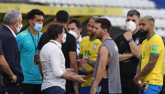 ¿Qué hacía Lionel Messi con un chaleco de fotógrafo? (Foto: Reuters)