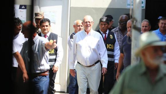 Pedro Pablo Kuczynski acudió a votar a un colegio de San Isidro. Expresidente cumple arresto domiciliario (Foto: Gian Carlo Ávila/GEC)