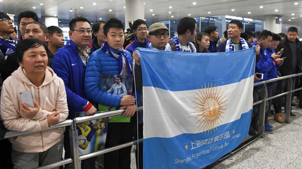 Carlos Tevez desató locura de hinchas en aeropuerto de Shanghái - 10