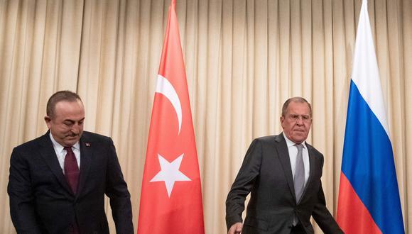 Rusia y Turquía, que apoyan a bandos opuestos del conflicto, han surgido como influyentes actores en Libia, aventajando a las potencias europeas que presionaban por la paz cuando se intensificaba la violencia. (AFP)