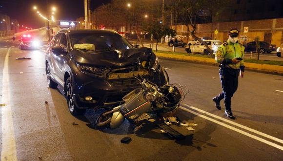 Rímac: mujer que iba a bordo de su moto muere tras ser impactada por camioneta. (Foto: Cesar Grados/@photo.gec)