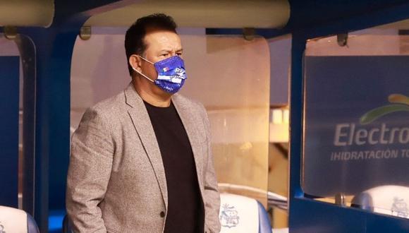 Juan Reynoso cada vez más cerca de ponerse le buzo de Cruz Azul (Foto: Puebla)