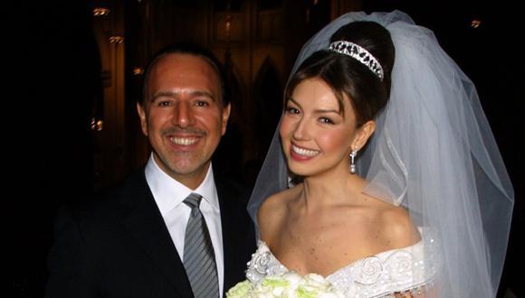 Tommy Mottola y Thalía en el día de su boda, en el año 2000. (Foto: AP)