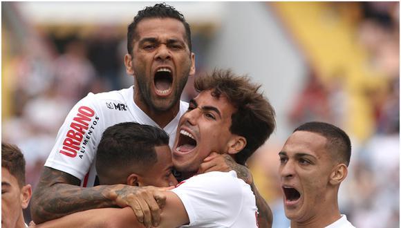 Con danio Alves, Sao Paulo integra el grupo D