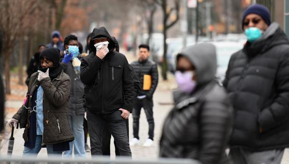 El gobernador de Nueva York, Andrew Cuomo, ordenó el cierre de todos los comercios no esenciales desde el domingo de noche y prohibió todas las reuniones de cualquier número de personas. (Foto: AFP).
