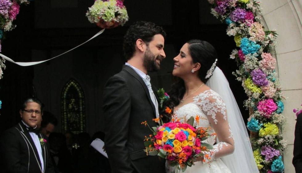 'Juli' y 'Estrella' por fin pudieron casarse luego de sortear diversos problemas. (Foto: Del Barrio Producciones)