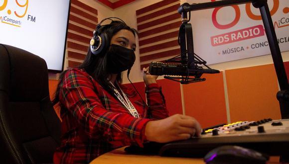 En época de pandemia la radio se ha convertido en un medio eficaz para transmitir información y entretenimiento, sobre todo en zonas alejadas o de difícil acceso.
