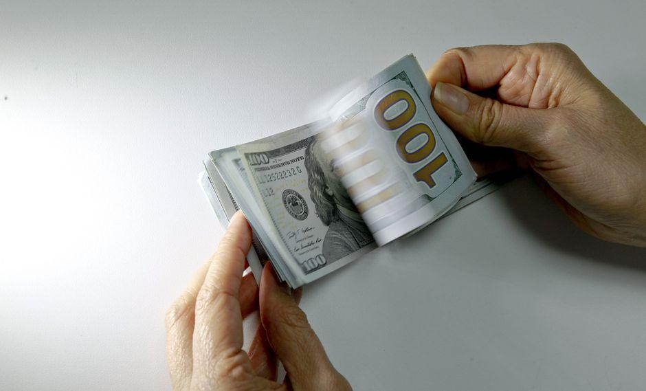 El dólar se vendía hasta en S/3.496. en los bancos de la ciudad este martes. (Foto: GEC)