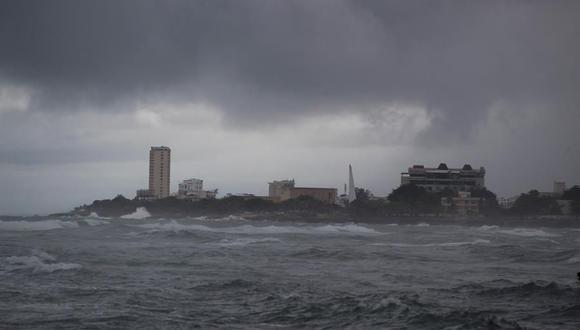 Vista del Centro de los Héroes, este jueves en Santo Domingo (República Dominicana). La tormenta tropical Isaías, novena de la temporada de huracanes del Altántico, continúa sobre aguas del Caribe descargando fuertes lluvias y ráfagas de viento de 95 kilómetros por hora. (EFE/ Orlando Barría).