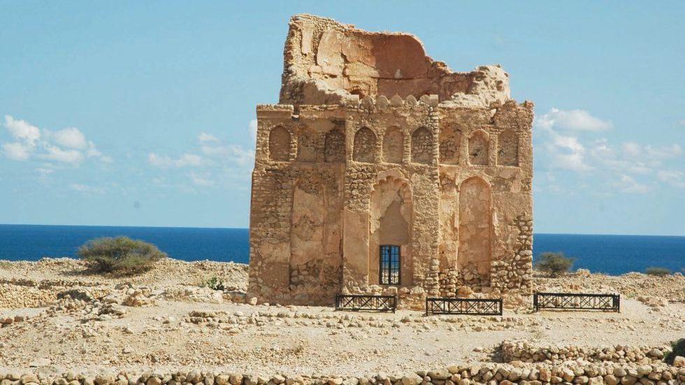 La antigua ciudad portuaria de Qalhat, en Omán. En la imagen: el mausoleo Bibi Maryam. (EPA)