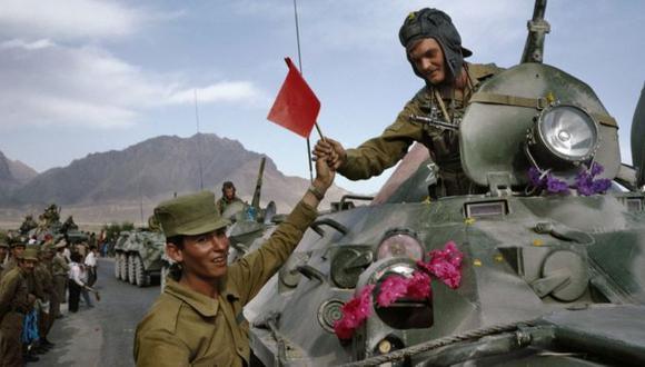 El 15 de febrero de 1989 se completaba la retirada de las tropas soviéticas de Afganistán, después de 10 años de conflicto y más de un millón de muertos. (Robert Nickelsberg vía BBC)