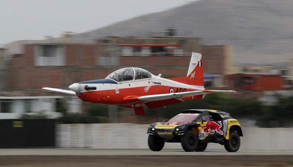 El francés Sebastien Loeb realizó una carrera de exhibición contra un avión de entrenamiento de la Fuerza Aérea Peruana. (Foto: EFE)